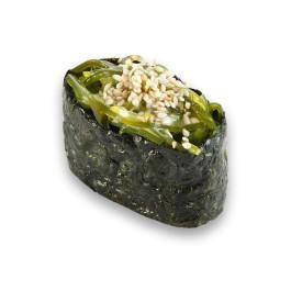"""Гунканы суши """"С салатом чукка"""""""